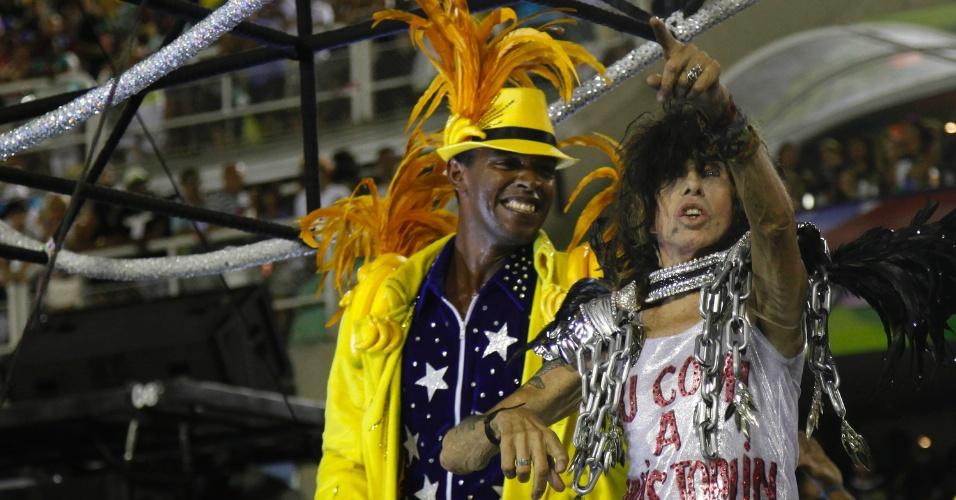 11.fev.2013 - O roqueiro Serguei é integrante essencial da comissão de frente da Mocidade. Agremiação faz homenagem ao Rock in Rio.