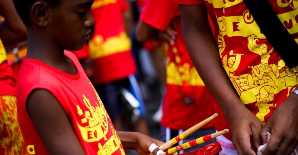 11.fev.2013: A versão infantil do bloco Eu Acho é Pouco, um dos mais tradicionais de Olinda, tem batucada mirim
