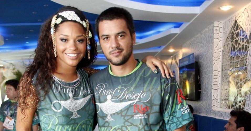 11.fev.2013 - a atriz Juliana Alves acompanhou os desfiles no Camarote Rio Samba e Carnaval