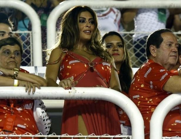 11.fev.2013 - A atriz Juliana Paes, grávida de seu segundo filho, acompanhou a festa no Camarote Brahma usando um vestido longo