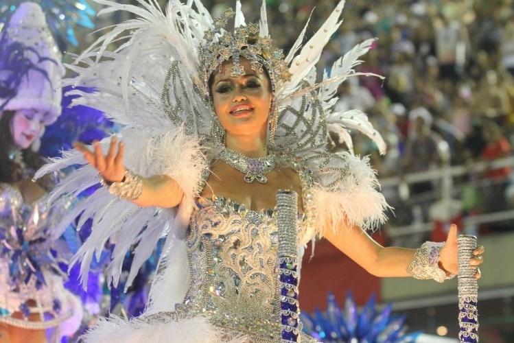 """11.fev.2013 - A atriz Nanda Costa que interpretou Morena em """"Salve Jorge"""" foi destaque no quinto carro da Beija-Flor"""