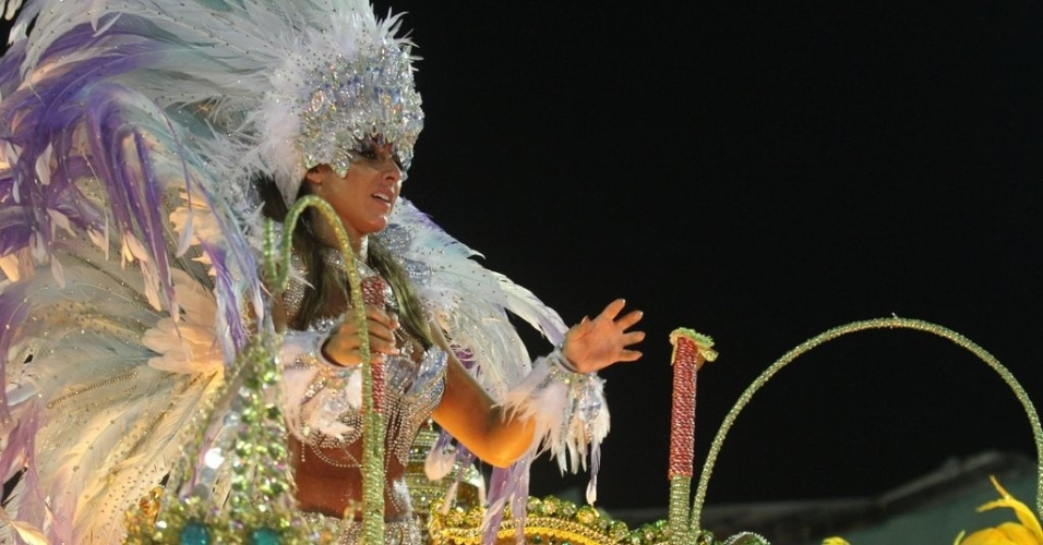 11.fev.2013 - Nicole Bahls durante desfile pela Beija-Flor no Carnaval carioca