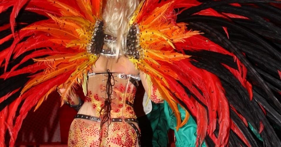 12.fev.2013 - Danielle Winits em camarote após desfilar pela Grande Rio