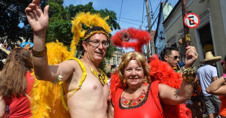 12.fev.2013 - Foliões se divertem no bloco das Carmelitas, em Santa Teresa, no Rio