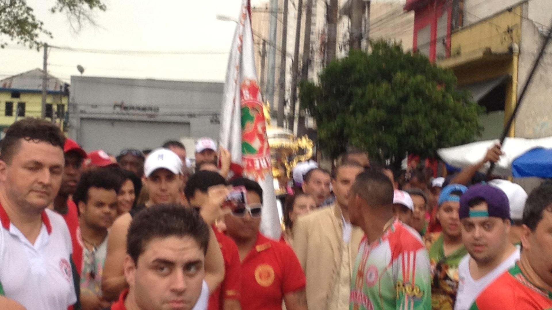 12.fev.2013 - Taça do bicampeonato chega à quadra da Mocidade Alegre