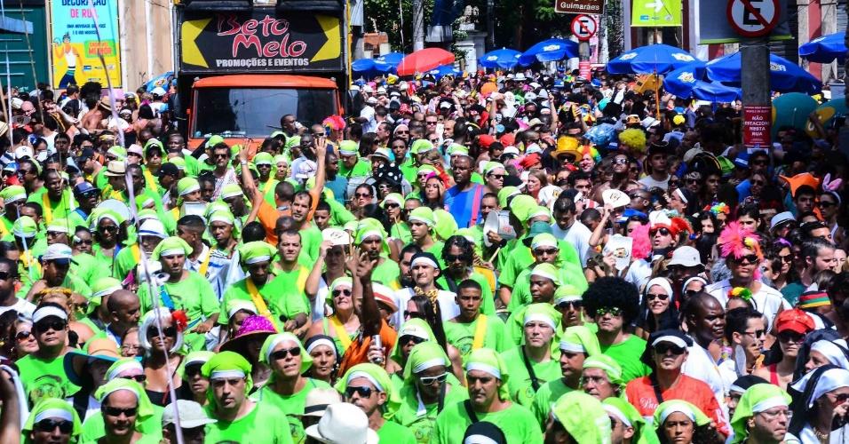 12.fev.2013- Foliões se divertem nas ruas de Santa Teresa no no bloco das Carmelitas, no Rio