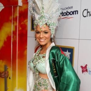 Bruna Marquezine antes do desfile na Grande Rio