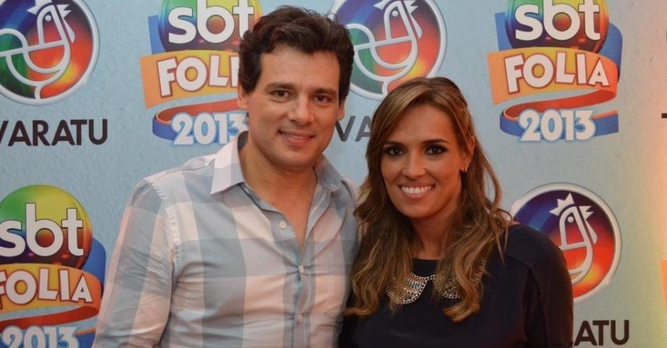 12.fev.2013: Celso Portiolli e Karyn Bravo foram ao camarote do SBT, emissora em que trabalham