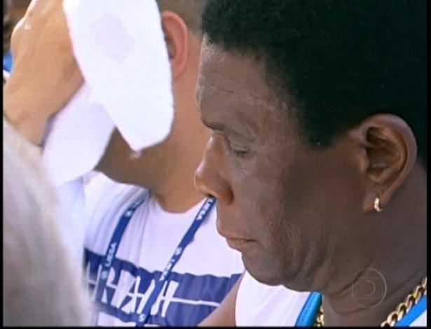 13.fev.2013 - Neguinho da Beija-Flor aguarda as últimas notas que decidirá a campeã do grupo especial do Rio de Janeiro