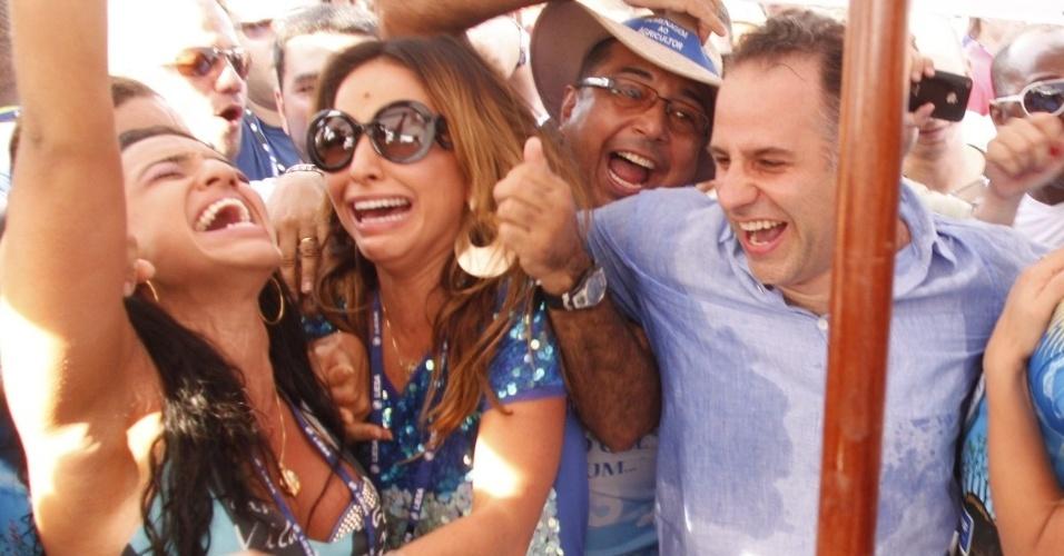 13.fev.2013 - Rainha de bateria pela Vila Isabel, Sabrina Sato se emociona no anúncio da vitória da escola no Grupo Especial do Carnaval do Rio de Janeiro em 2013