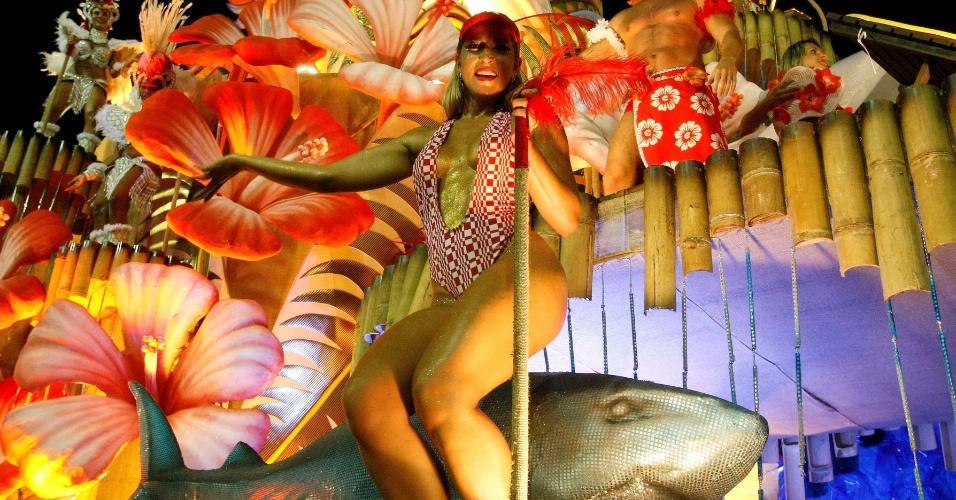 """16.fev.2013 - A Salgueiro se apresenta no desfile das campeãs com o enredo """"Fama"""", que retrata o mundo das celebridades"""