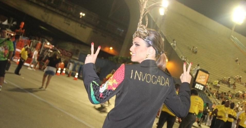 16.fev.2013 - Ana Furtado chega à Marquês de Sapucaí para o desfile das campeãs no Rio de Janeiro