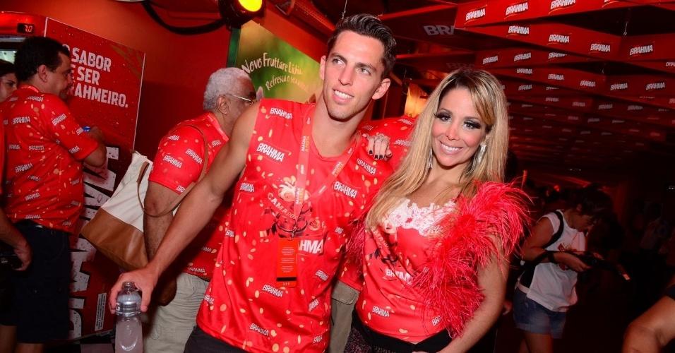 16.fev.2013 - Amaury Nunes e Danielle Winits em camarote durante o desfile das campeãs do Carnaval Carioca