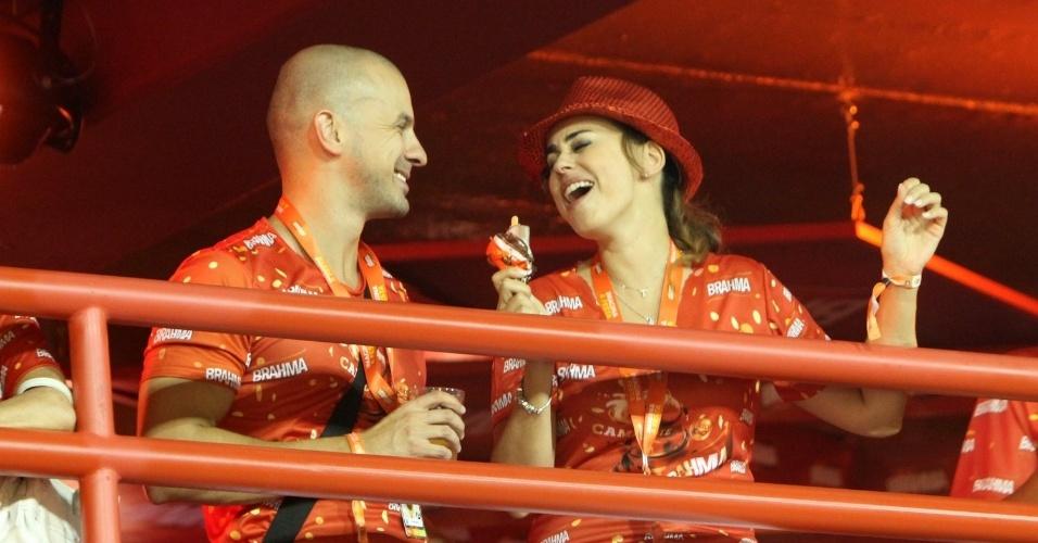 16.fev.2013 - Daniela Escobar em camarote durante o desfile das campeãs do Carnaval Carioca