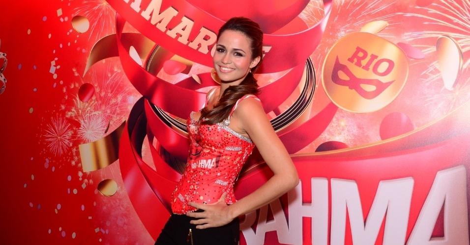16.fev.2013 - Nanda Costa em camarote durante o desfile das campeãs do Carnaval Carioca