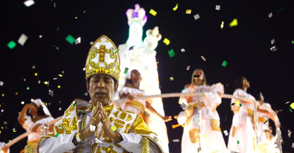 16.fev.2013 - Quarta colocada do Carnaval Carioca, a Imperatriz Leopoldinense desfila com enredo que conta a história do Pará