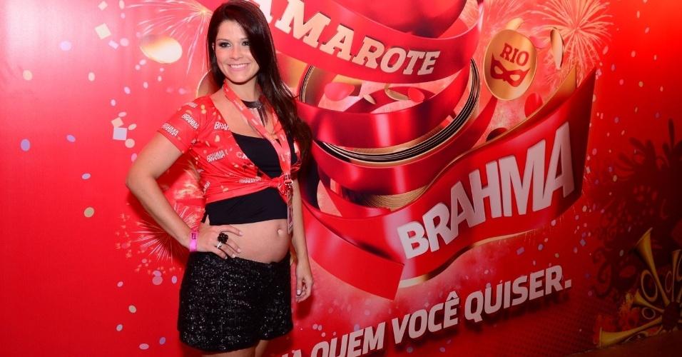 16.fev.2013 - Samara Felippo em camarote durante o desfile das campeãs do Carnaval Carioca
