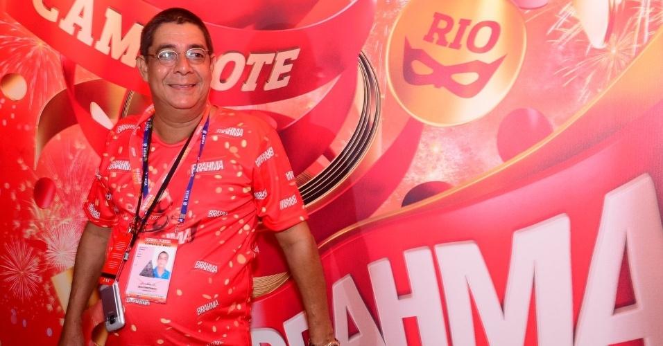 16.fev.2013 - Zeca Pagodinho em camarote durante o desfile das campeãs do Carnaval Carioca