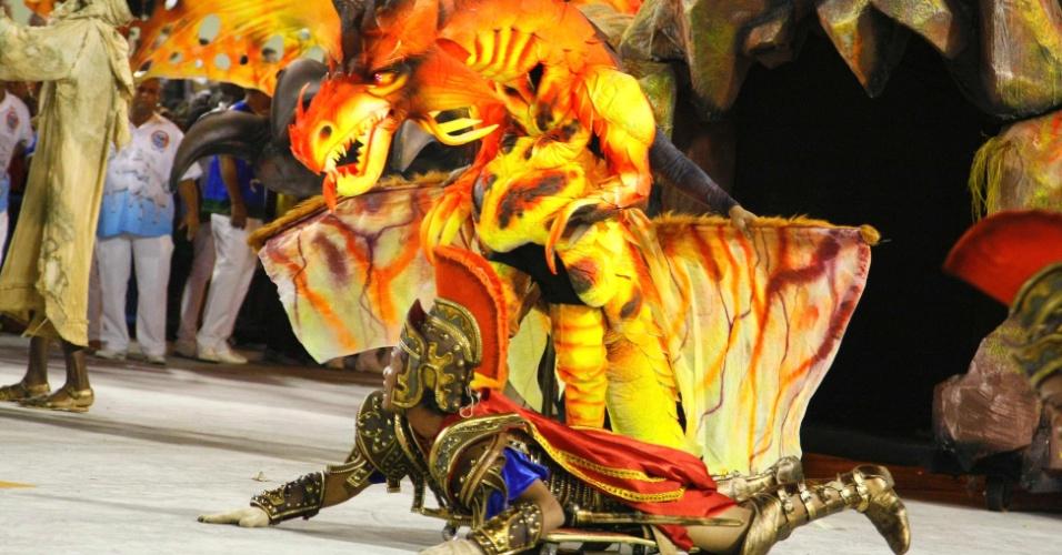 """17.fev.2013 - O enredo """"Amigo Fiel, do cavalo do amanhecer ao Mangalarga Marchador"""" da Beija-Flor explicou o surgimento do cavalo mangalarga marchador e momentos da história relacionados aos cavalos"""