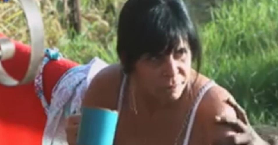 Gretchen reclama do confinamento para os peões do celeiro (3/6/12)