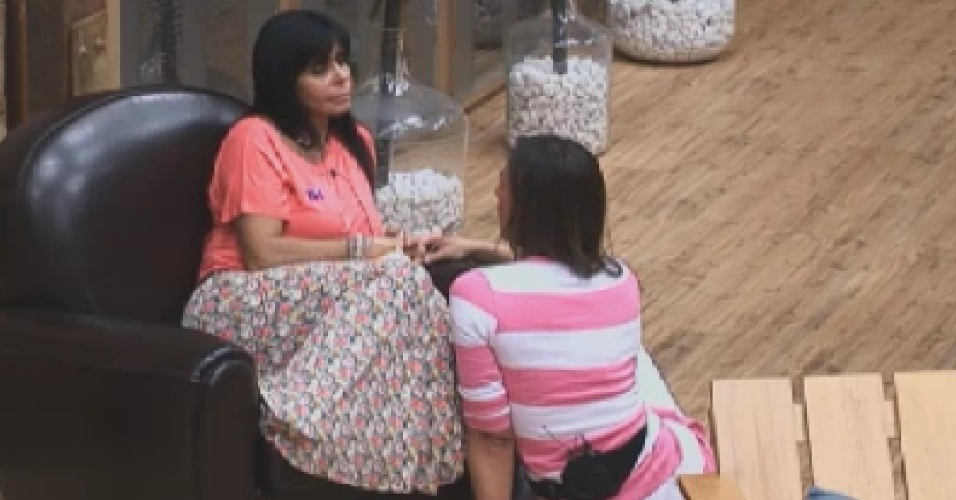Gretchen e Nicole Bahls conversam na sede (5/6/12)