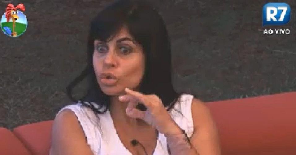 Gretchen diz para Viviane Araújo que se estressa com Vavá, mas não pretende indicá-lo para a roça (9/6/12)