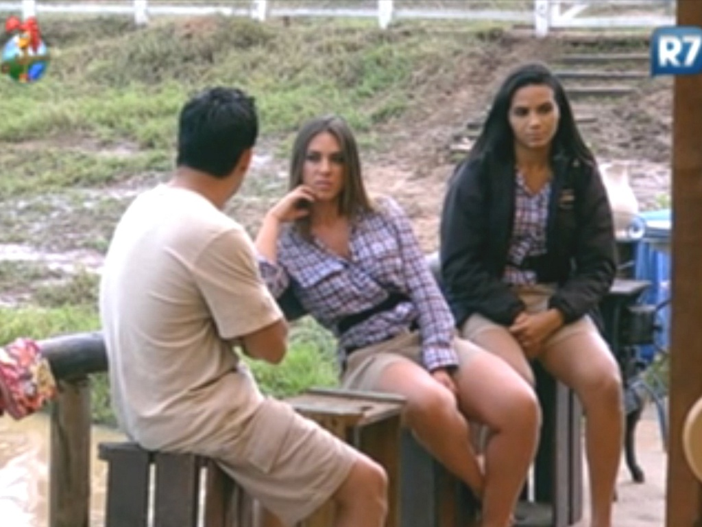 Nicole Bahls relembra poca em que trabalhou como panicat em conversa com Vav (11/6/12)