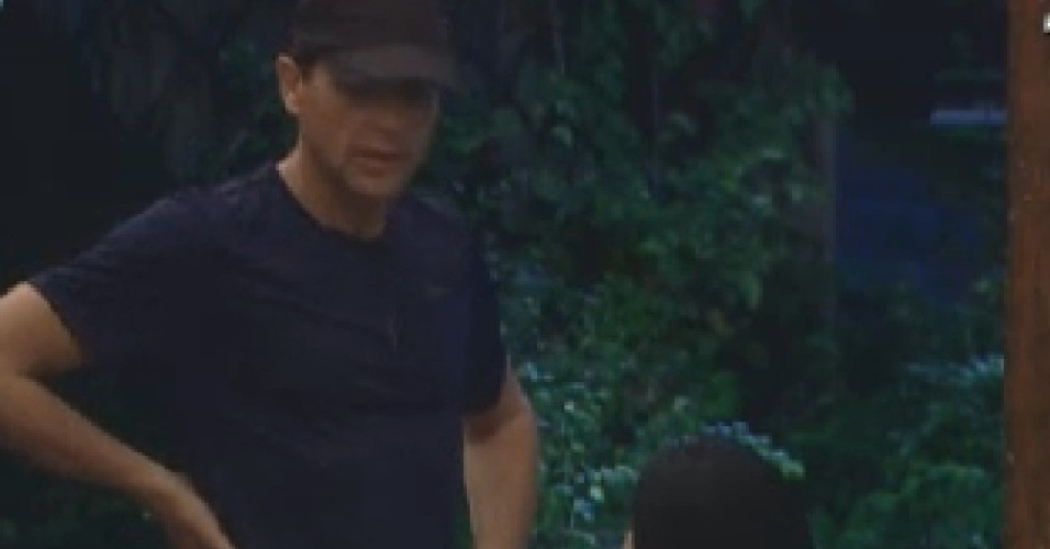 Sylvinho Blau-Blau fala para Gretchen que pretende indicar Gustavo Salyer para a roça (11/6/12)