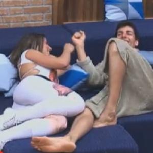 Nicole Bahls conta para Diego Pombo que já brigou com torcedor do Vitória por causa do namorado (15/6/12)
