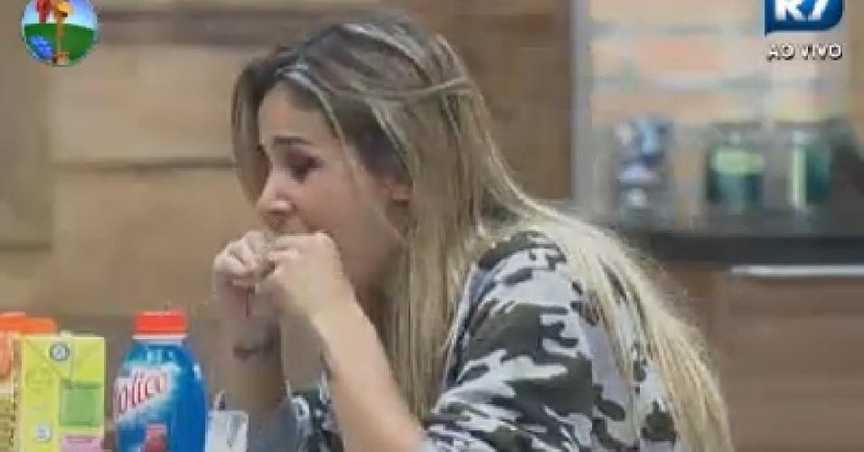 Robertha Portella toma café da manhã na sede (22/6/12)