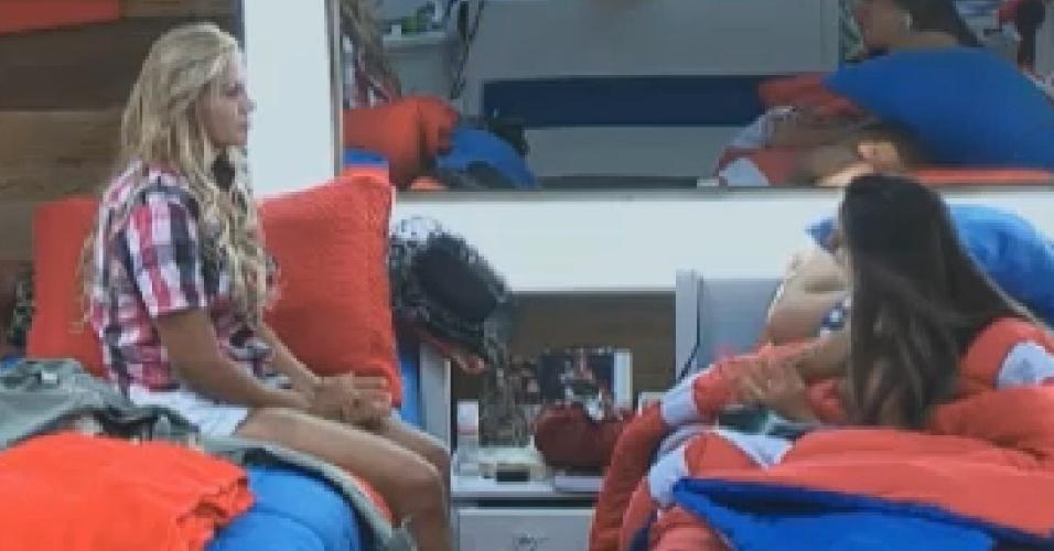 Ângela Bismarchi e Nicole Bahls falam de Viviane Araújo no quarto (24/6/12)