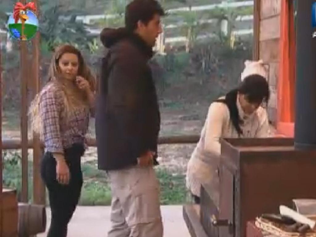 Peões preparam café da manhã no celeiro antes das atividades do dia nesta segunda-feira (25/6/12)