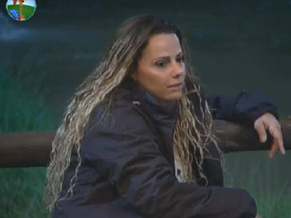 Viviane Araújo conversa com Diego Pombo no celeiro (25/6/12)