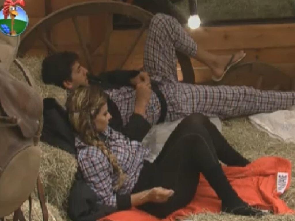 Diego Pombo e Viviane Araújo descansam antes de votação (26/6/12)