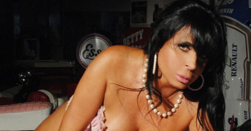 Gretchen faz estilo pin-up em ensaio sensual