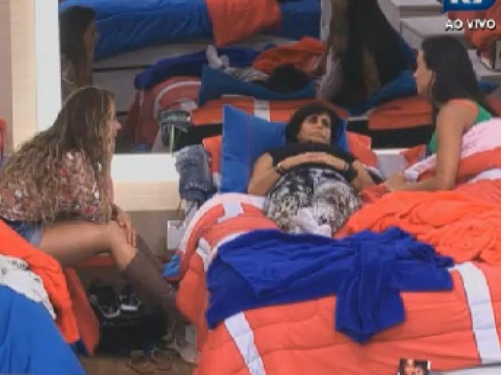 Viviane Araújo, Gretchen e Shayene Cesário falam de Simone Sampaio (26/6/12)