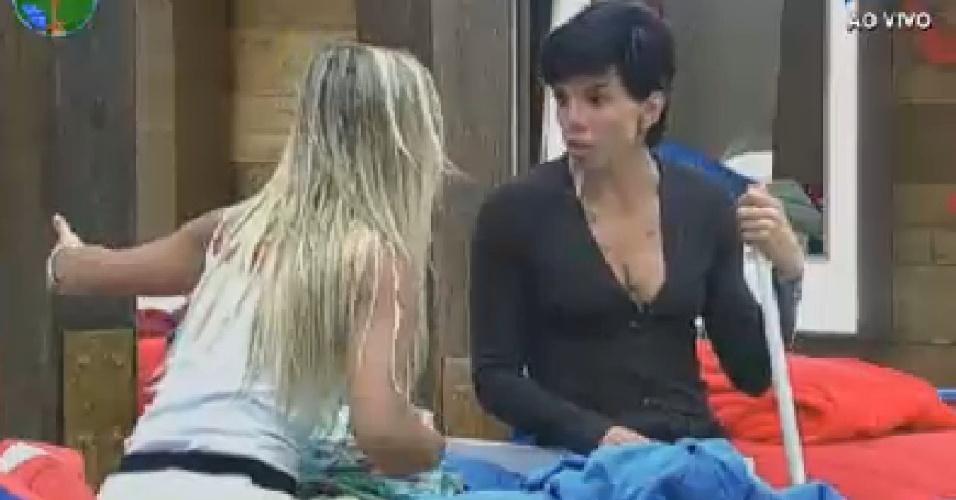 Penélope e Robertha falam de Gretchen (30/6/12)