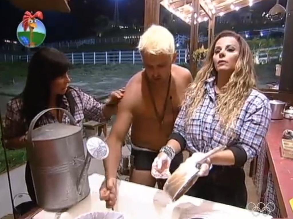 Gretchen tenta convencer Rodrigo Capella a enviá-la para a roça (4/7/12)