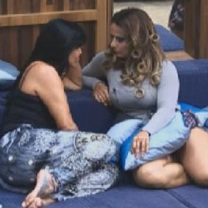 """Gretchen conta para Viviane Araújo que decidiu sair de """"A Fazenda 5"""" (6/7/12)"""