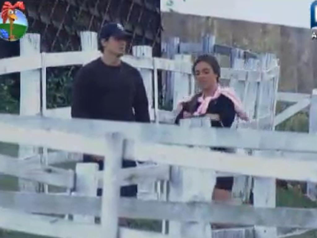 Nicole Bahsl demonstra preocupação com machucado que Felipe Folgosi fez no joelho ao participar da classificação da prova da chave (8/7/12)