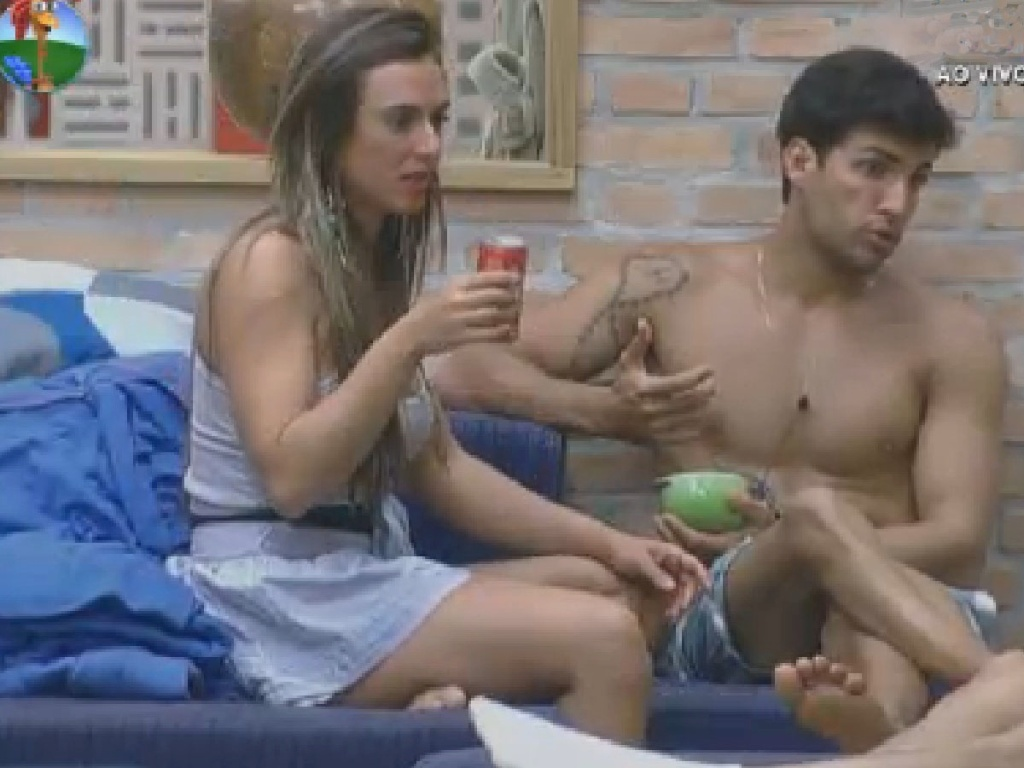 Nicole Bahls e Diego Pombo falam mal de Simone Sampaio (12/7/12)