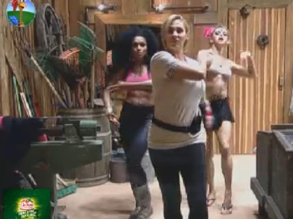 Ângela Bismarchi, Simone Sampaio e Léo Áquilla treinam passos para dança inspirada em Bollywood (16/7/12)