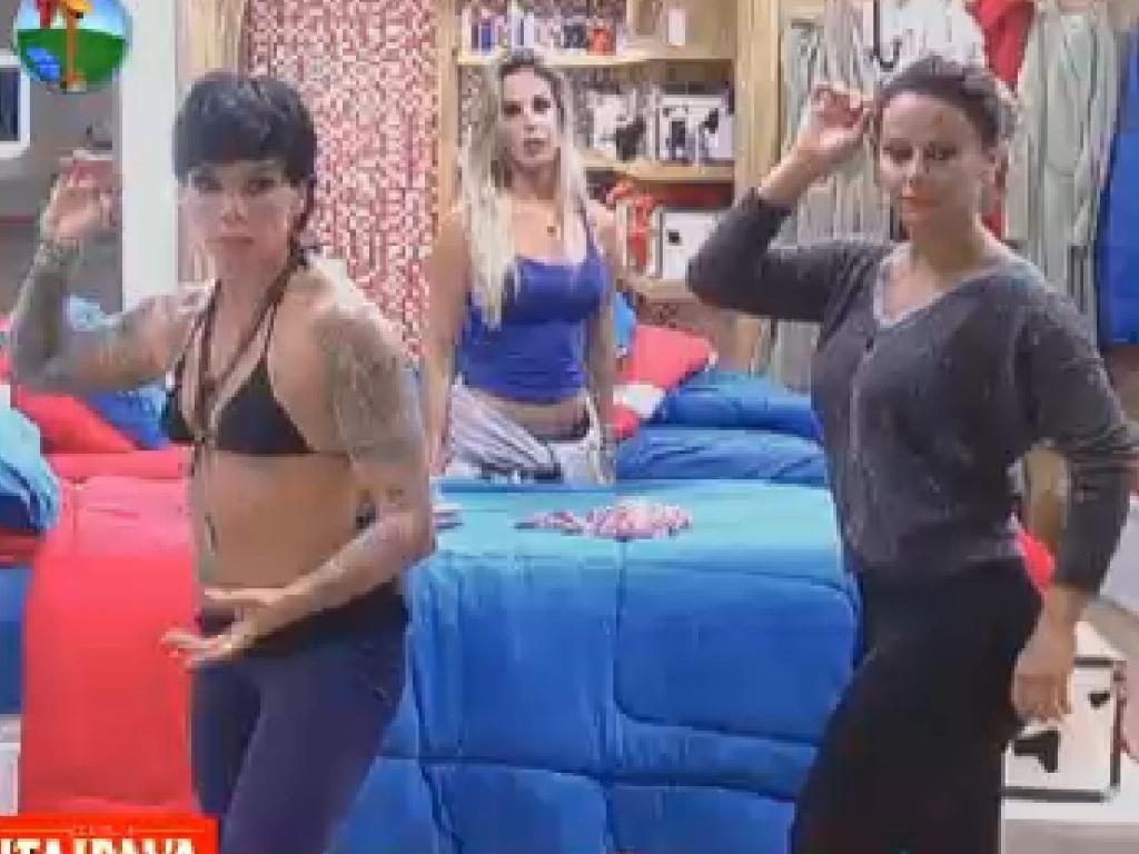 Penélope Nova e Viviane Araújo treinam passos para vídeo inspirado em Bollywood (16/7/12)