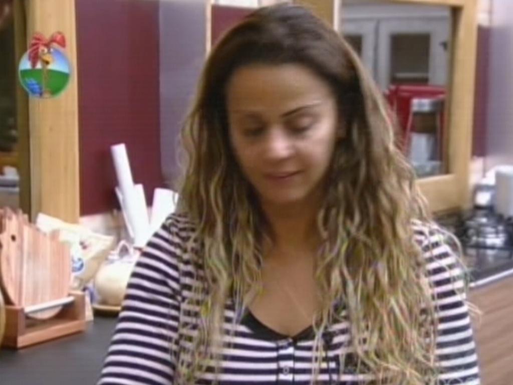Viviane Araújo discute com Nicole Bahls na cozinha (15/7/12)