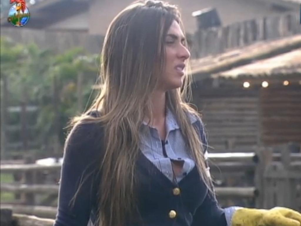 Nicole Bahls conversa com Simone Sampaio (17/7/12)