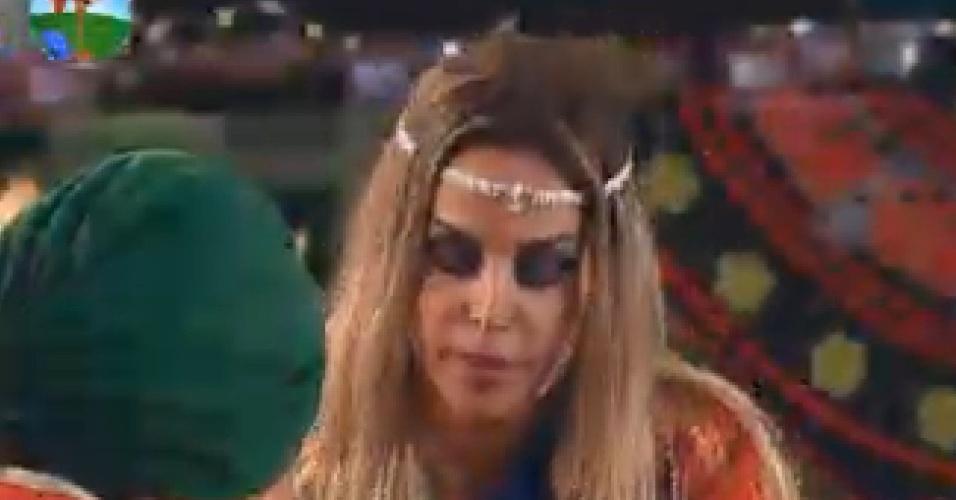 Robertha Portella participa de jantar vestida à caráter (16/7/12)