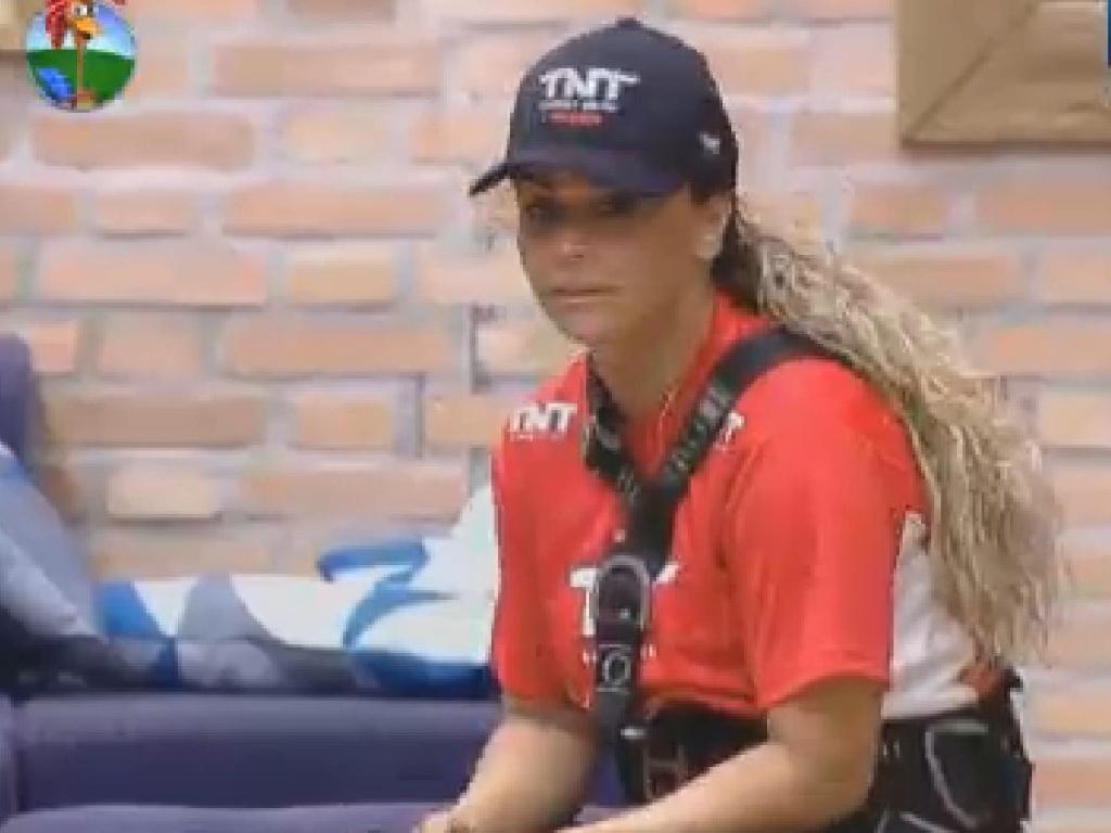 Viviane Araújo descansa após ganhar prova (17/7/12)