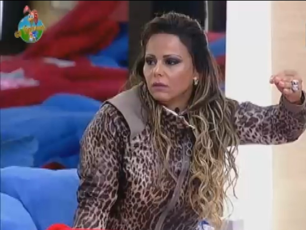 Viviane Araújo critica postura de Nicole Bahls na briga entre as peoas (17/7/12)