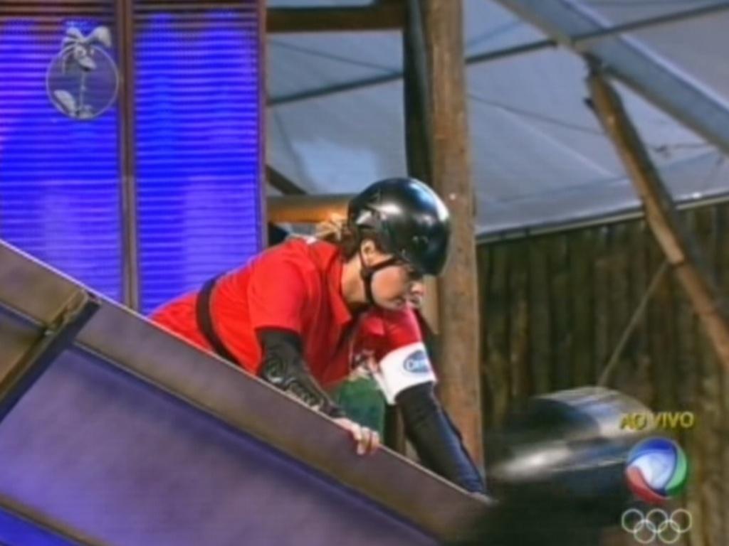 Viviane Araújo se desequilibra durante prova e deixa Simone em vantagem (19/7/12)