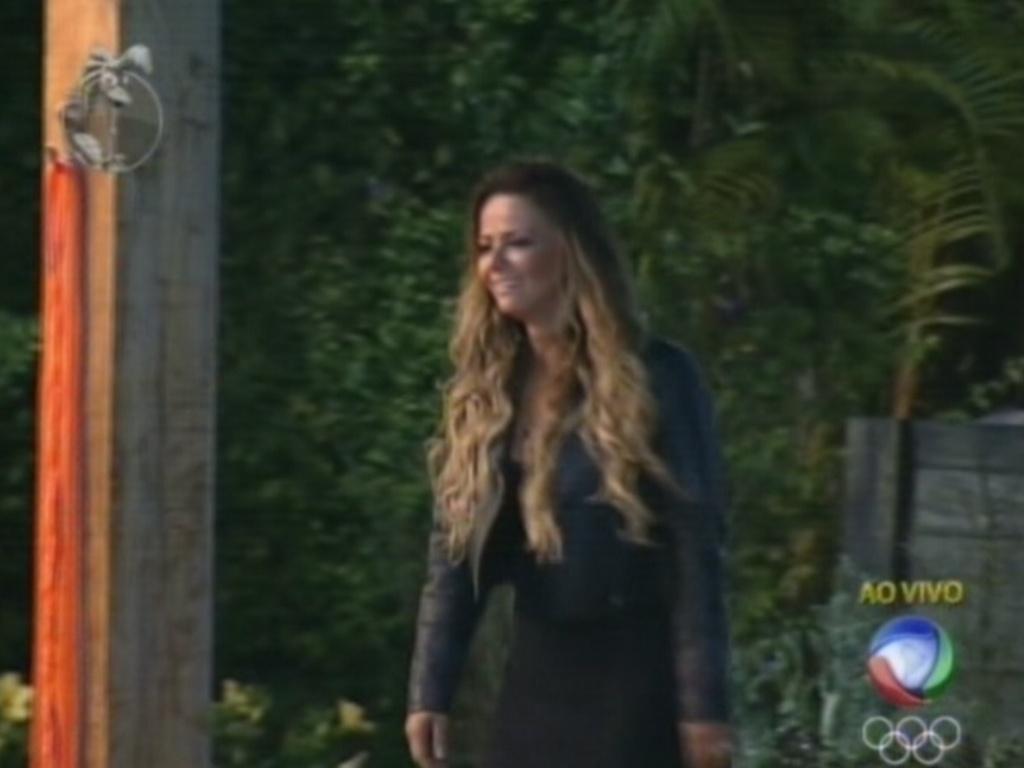 Viviane Araújo volta para a sede após vencer roça contra Ângela Bismarchi (19/7/12)